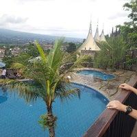 Photo taken at Jambuluwuk Batu Resort by Setiady G. on 1/1/2013