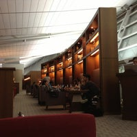 Photo taken at Asiana Lounge Business Class by Tomonari H. on 1/1/2013