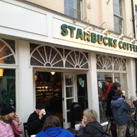 Foto tomada en Starbucks por Chris B. el 2/16/2013