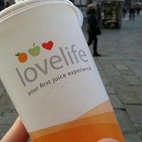 Foto scattata a Lovelife da Roy il 12/18/2012