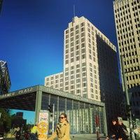 Foto scattata a Filmhaus am Potsdamer Platz da Sebastien R. il 9/28/2015
