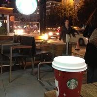 11/21/2012 tarihinde Oğuz D.ziyaretçi tarafından Starbucks'de çekilen fotoğraf