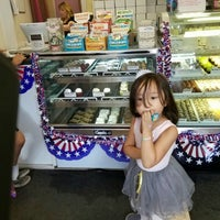 Photo taken at Sweet Avenue Bake Shop by Joey A. on 6/11/2016