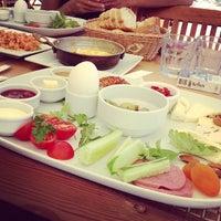 7/10/2013 tarihinde 'Onur D.ziyaretçi tarafından Petek Cafe'de çekilen fotoğraf