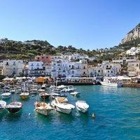 รูปภาพถ่ายที่ Marina Grande โดย Italia.it เมื่อ 7/1/2013