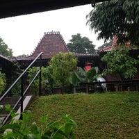 Photo taken at Waroeng Solo by Miumama ʚ♥⃛ɞ on 5/1/2013