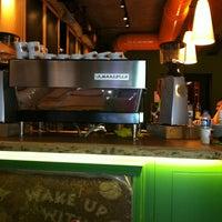 7/19/2013 tarihinde Koray E.ziyaretçi tarafından Mambocino Coffee'de çekilen fotoğraf