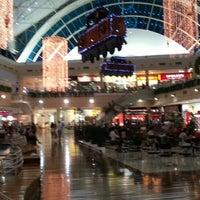 Photo taken at Shopping Center Iguatemi by Mário Cezar S. on 11/29/2012