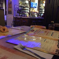 Foto tomada en Lou Malnati's Pizzeria por Hanif K. el 10/25/2017