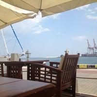 รูปภาพถ่ายที่ Di Mare โดย Natasha A. เมื่อ 7/29/2013