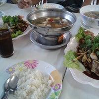 Photo taken at ไก่ย่างวรนุช by Aekalux S. on 12/31/2013