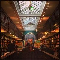 Foto tomada en Daunt Books por Keshav L. el 12/24/2012