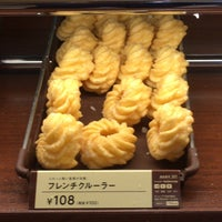 Photo taken at Mister Donut by tcp i. on 9/16/2017