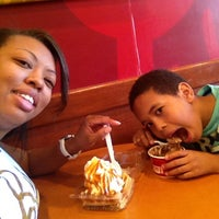 Photo taken at Cold Stone Creamery by Evelyn C. on 3/27/2015
