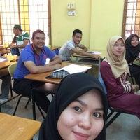 4/14/2016에 Aiman Z.님이 Dewan Jubli Perak Politeknik Kota Bharu에서 찍은 사진