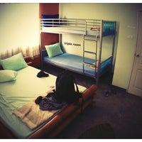 3/10/2013 tarihinde Andoniziyaretçi tarafından HI Sukhumvit Hostel'de çekilen fotoğraf