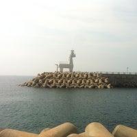 Photo taken at Iho Taewu Beach by SH K. on 7/28/2013