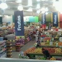 Foto tirada no(a) Supermercado Tome Leve por RD em 10/20/2012