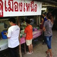 Photo taken at บุญธรรม ลาบ หลู้ สันกลางใต้ by Chayaphat P. on 5/11/2013