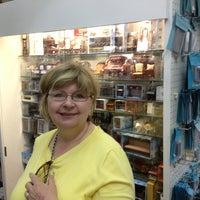 Das Foto wurde bei Ron's Miniature Shop von Chuck B. am 2/7/2013 aufgenommen