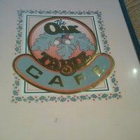 Foto tirada no(a) Oak Table Cafe por Harvis W. em 1/27/2013