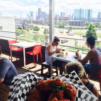 Photo prise au Avanti F&B, a collective eatery par Josh F. le7/15/2015