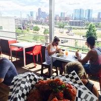 Foto tomada en Avanti F&B, a collective eatery por Josh F. el 7/15/2015