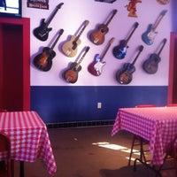 Foto tomada en Babb Bros. BBQ & Blues por Nikia S. el 12/1/2012