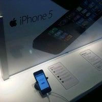 รูปภาพถ่ายที่ Verizon โดย Michael J. เมื่อ 9/27/2012