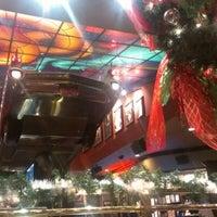 Снимок сделан в Hard Rock Cafe Houston пользователем Liam Z. 12/2/2012