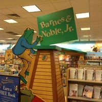 Photo taken at Barnes & Noble by Rojelyo A. on 8/7/2013