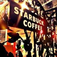 Снимок сделан в Starbucks пользователем Ed M. 12/24/2012