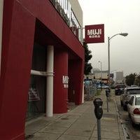 รูปภาพถ่ายที่ MUJI 無印良品 โดย Lawrence S. เมื่อ 12/6/2012