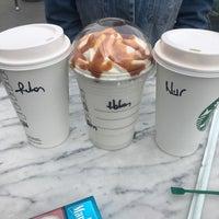 2/16/2018 tarihinde Hakan B.ziyaretçi tarafından Starbucks'de çekilen fotoğraf
