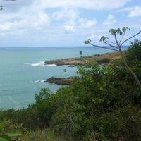 Foto tirada no(a) Praia de Calhetas por Wésley R. em 11/15/2012