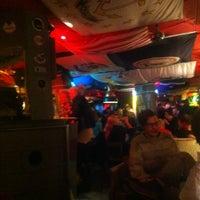 12/1/2012 tarihinde Mirka K.ziyaretçi tarafından Navy Jerry's Rum Bar'de çekilen fotoğraf