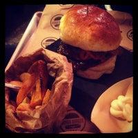 Foto scattata a Borgo Burger da Roberto Popy N. il 3/28/2014