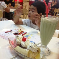Photo taken at Swensen's by Seksit S. on 1/27/2013
