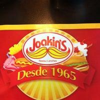 Foto tirada no(a) Joakin's por Tininha B. em 11/7/2012