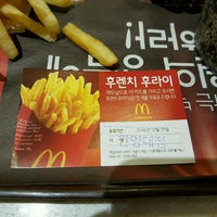 Photo taken at McDonald's by 형욱 류. on 9/22/2016