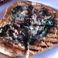 Foto tomada en Hearthstone Restaurant por Sally M. el 10/2/2012