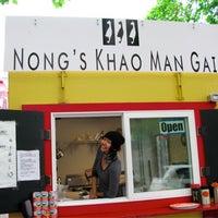 Foto tomada en Nong's Khao Man Gai por Miguel M. el 3/15/2013