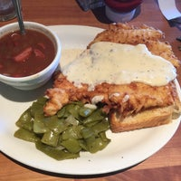 Photo taken at Cheddar's Scratch Kitchen by Anthony Wayne D. on 10/16/2015