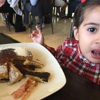Foto scattata a La Sevillana Gourmet Café da AnaLui V. il 12/21/2015