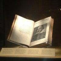3/22/2013 tarihinde Chloe L.ziyaretçi tarafından Folger Shakespeare Library'de çekilen fotoğraf