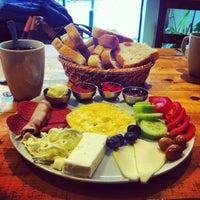2/6/2013 tarihinde Eda K.ziyaretçi tarafından Pişi Breakfast & Burger'de çekilen fotoğraf