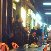 Photo taken at Tomyam Seafood Asam Pedas Power Sg. Chat by Radzuan W. on 10/13/2012
