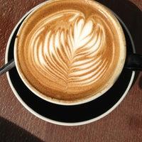 Foto tirada no(a) Lot Sixty One Coffee Roasters por Mark Jan B. em 6/16/2013