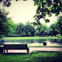 6/9/2013 tarihinde Anna S.ziyaretçi tarafından Екатерининский парк'de çekilen fotoğraf