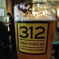 Photo prise au Taps Wine & Beer Eatery par Mike B. le1/6/2013